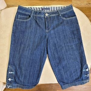 Baccini Jean Capri With Button Detail Size 14 NWOT